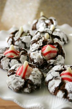 Chocolate Crinkle Kiss Cookies. 2 cups all-purpose flour 1 cup unsweetened cocoa powder 2 teaspoons baking powder 1/2 teaspoon salt 2 cups granulated sugar 1/2 cup vegetable oil 4 large eggs 1 teaspoon vanilla extract 1 cup powdered sugar Assorted Hershey Kisses (for these I used Hershey Hugs, mint truffle, cherry cordial, & pepperm