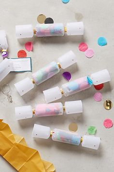 Confetti Filled Crackers - Pretty Little Party Shop Week of Parties Round-up Best Christmas Crackers, Christmas Time, Christmas Crafts, Europe Christmas, Christmas Wrapping, Snacks Für Party, Party Favors, New Year's Eve Celebrations, Diy Party Decorations