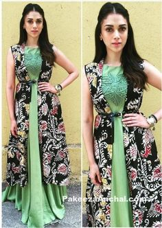 Aditi Rao Hydari in Green Sleeveless Long Dress with Long Prtined… Kurta Designs, Blouse Designs, Ethnic Fashion, Indian Fashion, Indian Dresses, Indian Outfits, Kalamkari Dresses, Long Gown Dress, Long Gowns