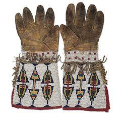 Перчатки Сиу, конец 19 века. Обратная сторона.