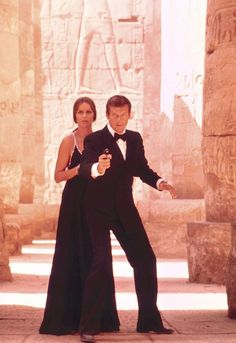 Barbara Bach and Roger Moore in 'The Spy Who Loved Me' Roger Moore, James Bond Actors, James Bond Movies, Barbara Bach, Best Bond Girls, George Lazenby, Spy Who Loved Me, Timothy Dalton, Pierce Brosnan