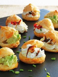 Profiteroles+salados- perfect for brunch Fingerfood Recipes, Appetizer Recipes, Appetizer Sandwiches, Brunch, Catering Food, Mini Foods, Snacks, Appetisers, Quiches