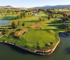 October is a great time for golf in Kelowna if you're staying with #bwkelowna http://www.bestwesternkelownahotel.com/blog/okanagan-attractions/golfing-and-harvesting-apples-near-kelowna-hotels.html