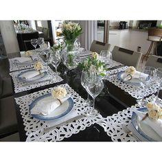 Amei ver a produção dessa mesa, que uma cliente muito especial fez com os jogos americanos e guardanapos de Richelieu! Para comprar esses produtos entre no site www.homebybia.com.br #decoração #decor #tableware #tablescape #tabledecor #mesaposta #mesadodia #vocemerece #temqueter #noivas #enxoval