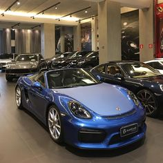 Porsche Boxster Spyder 2015/2016, 4 mil km, motor 3.8 6 cil boxer de 375 cv e 42,8 kgfm de torque, câmbio manual de 6 marchas, cor Azul Safira com o interior em Couro e Alcântara Preto, modo Sport e Sport Plus (rev match automático), PASM (suspensão ativa), PTV (Porsche Torque Vectoring), Sport Chrono Plus, escapamento esportivo ativo, capota preta, interior com costuras branca, acabamento interno em azul, cintos de segurança cinza, ar condicionado digital dual zone, faróis bi-xenon, rodas 20″ p Porsche Boxster, Boxster Spyder, E Sport, Porsche Cars, Boxer, Bmw, Luxury, Manual Transmission, Air Conditioners