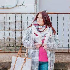 Plus size winter look #plussizeoutfit #plussizewinter #winterlook #plussizeootd #plussize #curvy #curvylook #plussizelayering Insta Instagram, Instagram Models, Lace Bodice, Lace Dress, Plus Size Winter, Plus Size Boutique, Instagram Influencer, Plus Size Beauty, Fashion 101