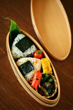 Japanese Wappa LunchBox Onigiri Bento Lunch by ivory_bell Japanese Lunch Box, Japanese Food, Cooking For A Group, Bento Recipes, Bento Box Lunch, English Food, Cute Food, My Favorite Food, Food Photo