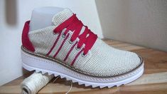 DIY Tenis tejidos a crochet Crochet Shoes Pattern, Shoe Pattern, Crochet Slippers, Crochet Patterns, Knit Shoes, Sock Shoes, Crochet For Boys, Diy Crochet, Cutwork Embroidery