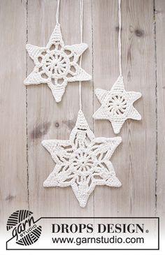 "Wishing Stars - DROPS Kerst: gehaakte DROPS ster met kantpatroon van ""Cotton Light"". - Free pattern by DROPS Design"