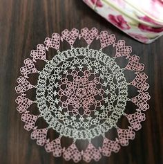 "Completion Cute pattern full of hearts ✨ Free pattern appreciation 😍. Pattern ""land of laces"" thank you 💕💕💕 # Tatting race # Tatting # tattinglace # tatting # dilion # Lace stitch # 태팅 레이스 # lace # landoflaces Crochet Thread Patterns, Tatting Patterns, Doily Patterns, Doilies, Tatting Tutorial, Victorian Lace, Tatting Lace, Simple Art, Cute Pattern"