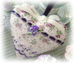 Coração branco e lilás