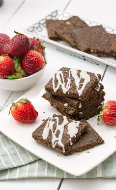 Try these raw vegan no-bake brownies today for a sweet treat with the added benefit of greens! Packed with protein, healthy fats, fiber these brownies are gluten free, vegan, paleo, dairy free, grain free and easy to make! | www.pancakewarriors.com