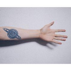 Космические татуировки разных стилей: фото http://be-ba-bu.ru/interesno/fashion/kosmicheskie-tatuirovki-raznyh-stilej-foto.html #tatoo
