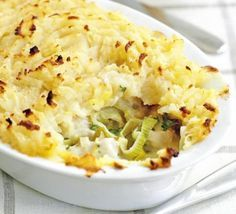 ▷ Chicken & Leek Pot Pies Creamy individual pies topped with fluffy mash - perfect for a relaxed dinner, with your favorite veg. Bbc Good Food Recipes, Cooking Recipes, Healthy Recipes, Bbc Recipes, Pastry Recipes, Healthy Food, Chicken And Leek Pie, Sweet Potato Toppings, Easy Beef Stew