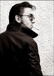 Richard Hawley, una sigaretta prima dell'incontro al Coles Corner