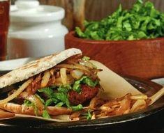 Burger de boeuf style côte levée Jus D'orange, Bison, Sandwiches, Tacos, Ethnic Recipes, Food, Style, Juice Cup, Lettuce Leaves