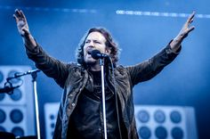 Pearl Jam - Main Square (30/06/2012) © Antoine Delaporte / PureCharts.fr #music #live #festival #sfrliveconcerts #PearlJam Main Square Festival, Pearl Jam, Live, Fictional Characters, Jelly, Bead, Fantasy Characters