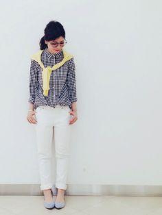 また肩がけコーデ♬ ポイントは黄色×水色❤️ 小窓のオールWhiteの時のシャツと一緒です!