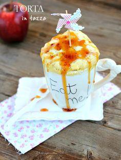 Torta in tazza mela e canella, mug cake Mug Recipes, Wine Recipes, Sweet Recipes, Microwave Cake, Microwave Recipes, Torte Cake, Cake & Co, Cake Cookies, Cupcake Cakes