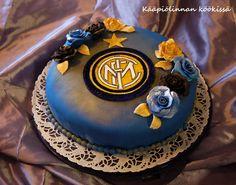 Kääpiölinnan köökissä: Surprise, surprise! - yllärisynttäreiden Inter Milan-kakku punaherukka- ja kinuskitäytteellä