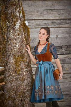 Susanne Spatt - Dirndl & Trachten Kollektion Herbst-Winter 2018/19 Drindl Dress, The Dress, Dirndl Outfit, German Outfit, Sexy Dresses, Summer Dresses, Love Fashion, Fashion Outfits, Fantasy Gowns