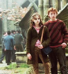 Hermione & Ron (Harry Potter and the Prisoner of Azkaban) Arte Do Harry Potter, Harry Potter Characters, Harry Potter Universal, Harry Potter World, Harry Potter Hogwarts, Harry Potter Ron And Hermione, Sirius Black, Fans D'harry Potter, Potter Facts