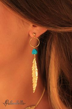 Collection Plumes ➡ BOUCLES D'OREILLE PLUMES Turquoises via Rubambelle. Click on the image to see more! Feathers earrings look hippie chic