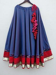 022 Choli Designs, Lehenga Designs, Blouse Designs, Navratri Dress, Choli Dress, Indian Designer Suits, Casual Skirt Outfits, Lahenga, India Fashion