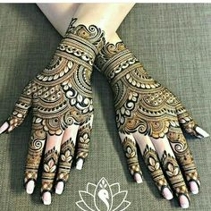 Gorgeous rakhi mehndi designs for new moms. Minimalist and trendy! Check them out now and beautify your hands. Mehndi Designs For Girls, Indian Mehndi Designs, Modern Mehndi Designs, Mehndi Designs For Fingers, Wedding Mehndi Designs, Mehndi Design Pictures, Beautiful Mehndi Design, Mehndi Images, Mehandi Designs