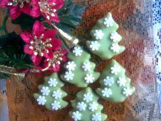 dorty,cukroví a jine sladkosti | Cukroví Gingerbread Cookies, Sweet Tooth, Christmas Ornaments, Holiday Decor, Gingerbread Cupcakes, Christmas Jewelry, Christmas Decorations, Christmas Decor