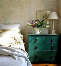 Like the nightstand Verde Vintage, Mews House, Lounge Decor, Headboards For Beds, Dresser As Nightstand, Beautiful Bedrooms, Window Coverings, Sweet Home, House Styles