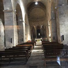 Famoso iglesia antiguo en Besalú