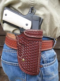 The Davis Leather Co. 453 Liberty holster carries well on the belt Boot Holster, 1911 Leather Holster, 1911 Holster, Custom Leather Holsters, Pistol Holster, Pink Guns, Western Holsters, Leather Workshop, Firearms