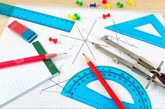 """L'apprentissage des mathématiques est à mettre en corrélation avec l'expérimentation. Les élèves deviennent chercheurs de leur savoir. En géométrie notamment ils peuvent développer des compétences en travaillant par la méthode """"essais-erreurs"""". D'où l'importance de l'utilisation de divers instruments, qui ne se limitent pas aux instruments géométriques purs mais qui peuvent être également de la ficelle, des bandes de papier, etc."""
