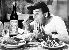 """Alberto Sordi eating spaghetti in the famous scene of """"Un americano a Roma"""" Italian Cooking, Italian Recipes, Italian Pasta, Expo Milan, La Trattoria, Rome Streets, Roman Food, Italian Grammar, Living In Italy"""