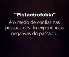 Que consiste no medo exagerado de confiar nas pessoas, devido a experiências negativas do passado.!...