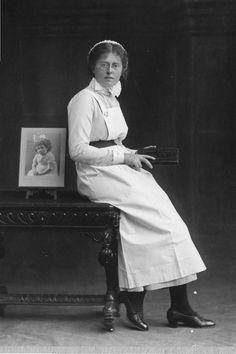 Barts nurse about 1920
