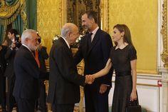 SSMM los Reyes Felipe VI y Letizia, se reunieron hoy en el Palacio Real de Aranjuez, con los patronos del Instituto Cervantes en su reunión anual, y posteriormente tuvieron un almuerzo con ellos y con los embajadores Iberoamericanos acreditados en el Reino de España.