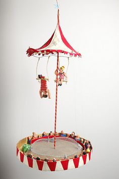Circus act, in Papier-mâché, by Isabelle Pourrere, from Tarragona, Spain. Circus Art, Circus Theme, Diy And Crafts, Crafts For Kids, Paper Crafts, Handmade Crafts, Circus Activities, Little Ruby, Circus Decorations