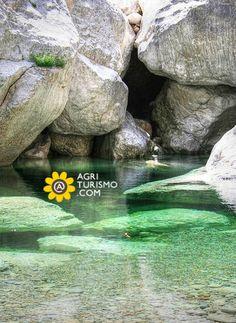 Il passo di Gorropu presso le grotte di Urzulei in Sardegna sono una delle meraviglie più incredibili che l'Italia possa offrire. Per visitarle, basta pernottare in uno dei nostri Agriturismi Sardi che puoi scoprire #QUI http://www.agriturismo.com/agriturismi/sardegna #agriturismo #sardegna #italia #italy #vacanze #canyon #trekking #natura