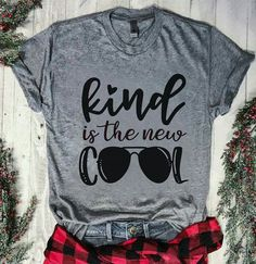 Kind is the new cool. Cricut T Shirts Ideas of Cricut T Shirts - Kind Shirt - Ideas of Kind Shirt - Kind is the new cool. Cricut T Shirts Ideas of Cricut T Shirts Kind is the new cool. Teacher Outfits, Teacher Shirts, Mom Shirts, Teen Shirts, Teacher Fashion, Shirts For Teachers, Teacher Clothes, Minions, Geile T-shirts