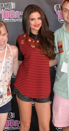 Selena Gomez wearing Three Floor Sparks Fly Collared Top AMP Bday Bash Meet and Greet in Boston June 30 2013 Selena Gomez Lips, Selena Gomez Bangs, Selena Gomez Outfits, Selena Gomez Pictures, Famous Celebrities, Hollywood Celebrities, Woman Silhouette, Marie Gomez, Collar Top