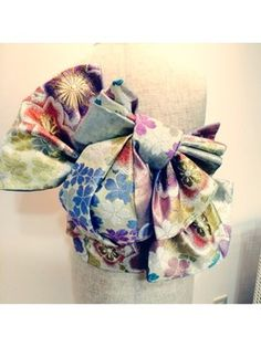 成人式必見!!帯結びパート2 Kimono Japan, Yukata Kimono, Kimono Fabric, Kimono Dress, Japanese Geisha, Japanese Kimono, Traditional Kimono, Traditional Outfits, Japanese Outfits