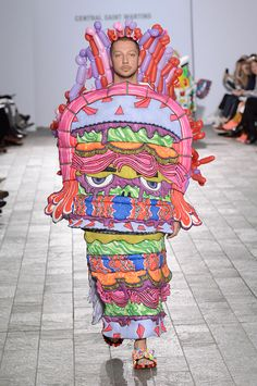 Angus Lai - Central Saint Martins BA Fashion Show Bad Fashion, Weird Fashion, Fashion Art, Fashion Show, Fashion Design, Fashion 2015, London Fashion, Runway Fashion, High Fashion