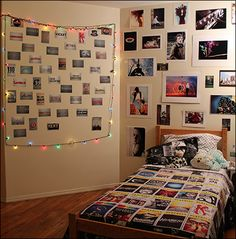 old room makeover PlaybillEDU Notebook: A Broadway Dorm Room With A View! Room Ideas Bedroom, Bedroom Themes, Bedroom Decor, Bedrooms, Bedroom Inspo, Playbill Display, Broadway Themed Room, Homemade Wall Decorations, Room Decorations