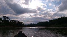 Atardecer desde una canoa por el río Pastaza. Puyo, Pastaza. By P. Vicuña