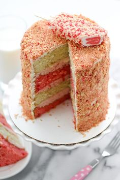 8 inch round) French vanilla cake layers, baked and cooled 2 inch round) strawberry cake layers, baked and cooled Strawberry Crunch: 12 Golden Oreo Just Desserts, Delicious Desserts, Dessert Recipes, Cupcake Recipes, Dessert Ideas, Icing Recipes, Delicious Cookies, Yummy Food, Baking Desserts