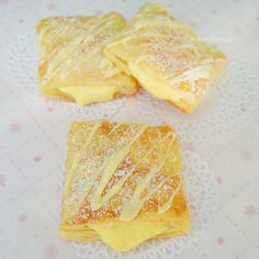 Easy recipe for flaky pastry with a lemon cream filling