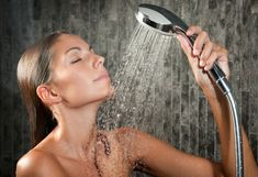 So you're asking yourself whether to buy a handheld shower head or perhaps the average shower head and would like to understand the difference? While a regular shower head will provide you and the… Beauty Hacks Lips, Beauty Secrets, Beauty Tricks, Beauty Products, Diy Skin Care, Skin Care Tips, Best Handheld Shower Head, Shower Head Filter, Coconut Oil Beauty