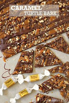 Gooey Caramel Turtle Bark – Six Sisters' Stuff This easy, 10 minute, 4 ingredient chocolate bark is irresistable and perfect for holiday gatherings or work parties! Christmas Bark, Christmas Desserts, Christmas Treats, Holiday Treats, Holiday Recipes, Christmas Parties, Xmas, Homemade Christmas Candy, Christmas Candy Bar